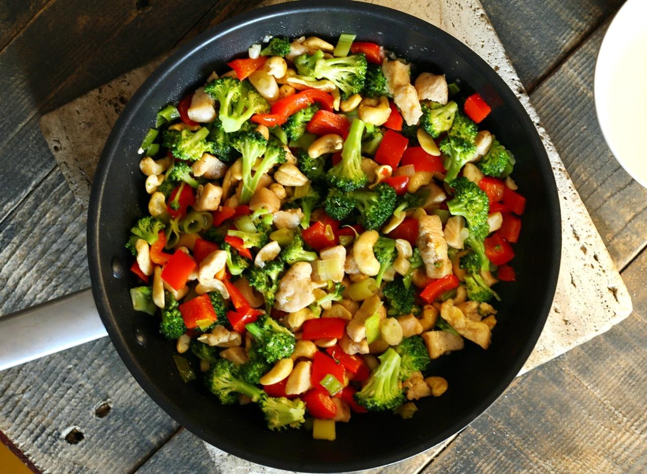 ● Brokkolis csirke elkészítése
