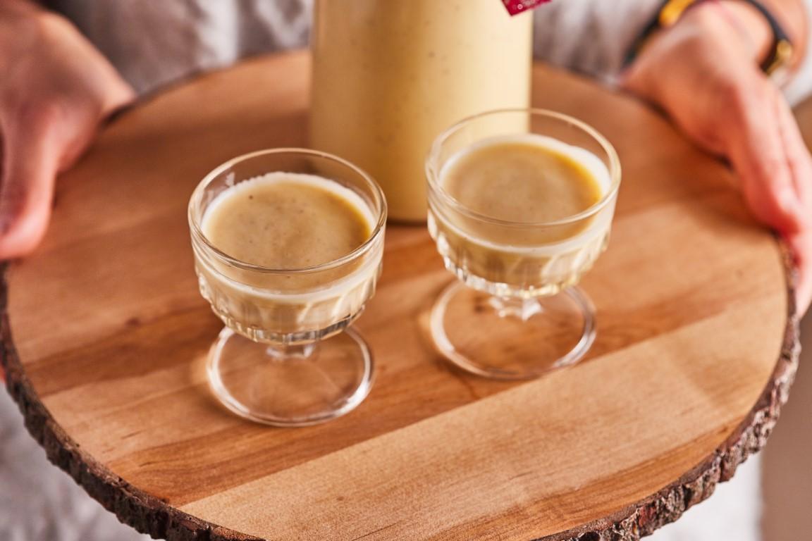 tojáslikőr pohárban