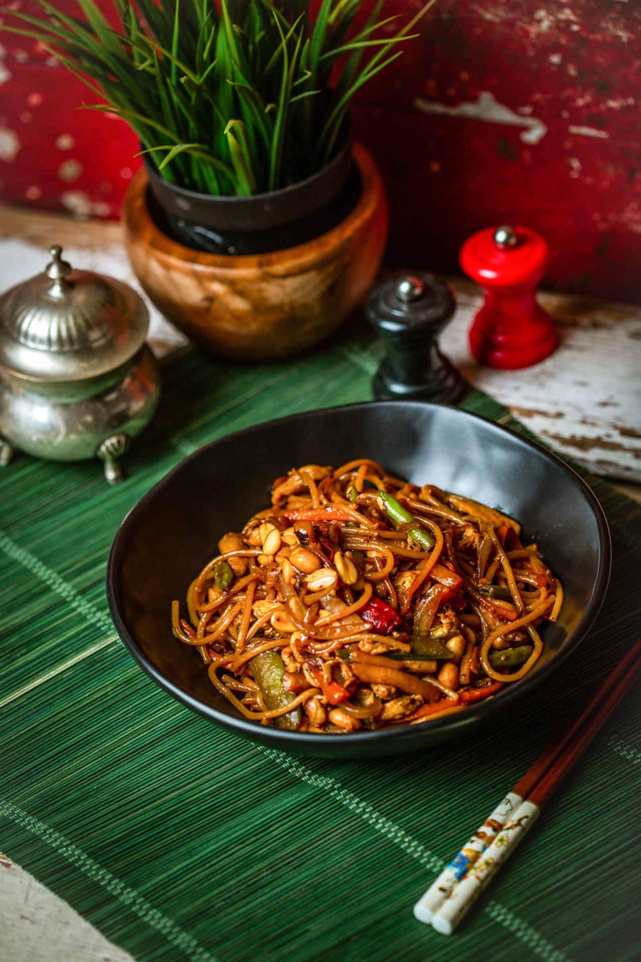 Földimogyorós-csirkés kamu pad thai