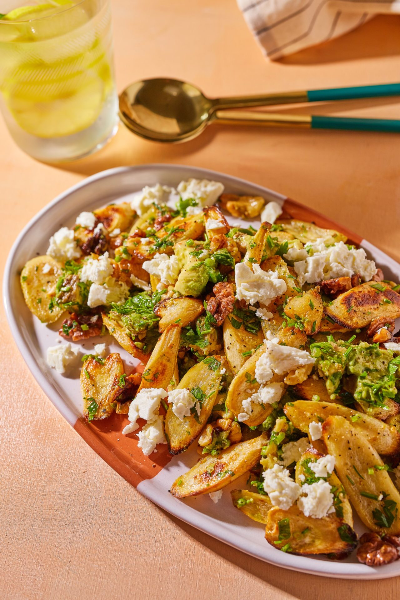 diós avokádós petrezselyemgyökér saláta
