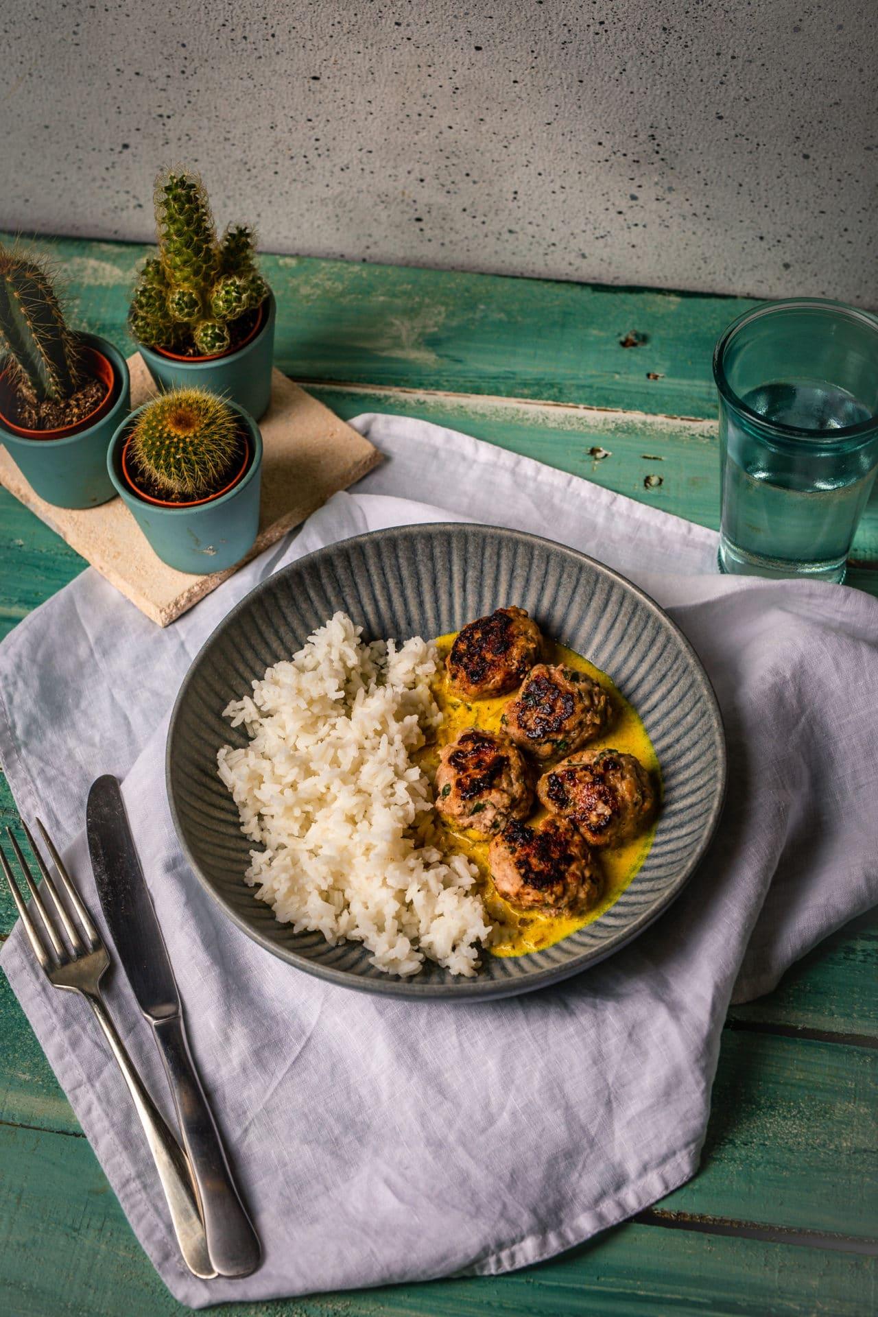 Joghurtos-currys húsgolyó