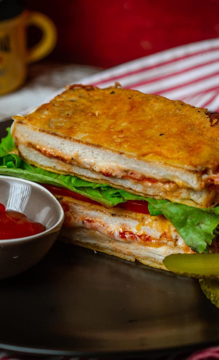 ketchupos-sajtos melegszendvics