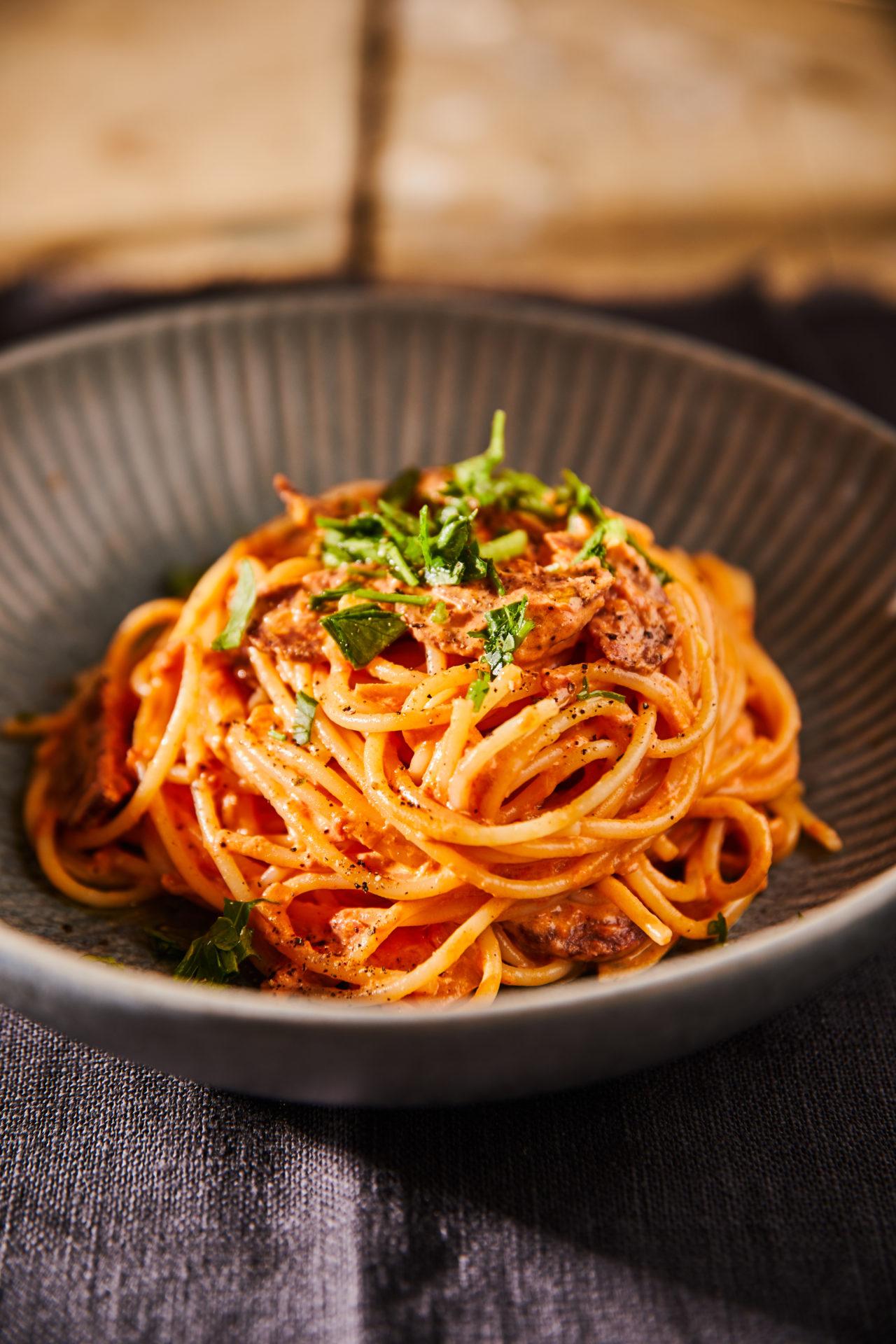 Paradicsomos-tejszínes-kolbászos spagetti