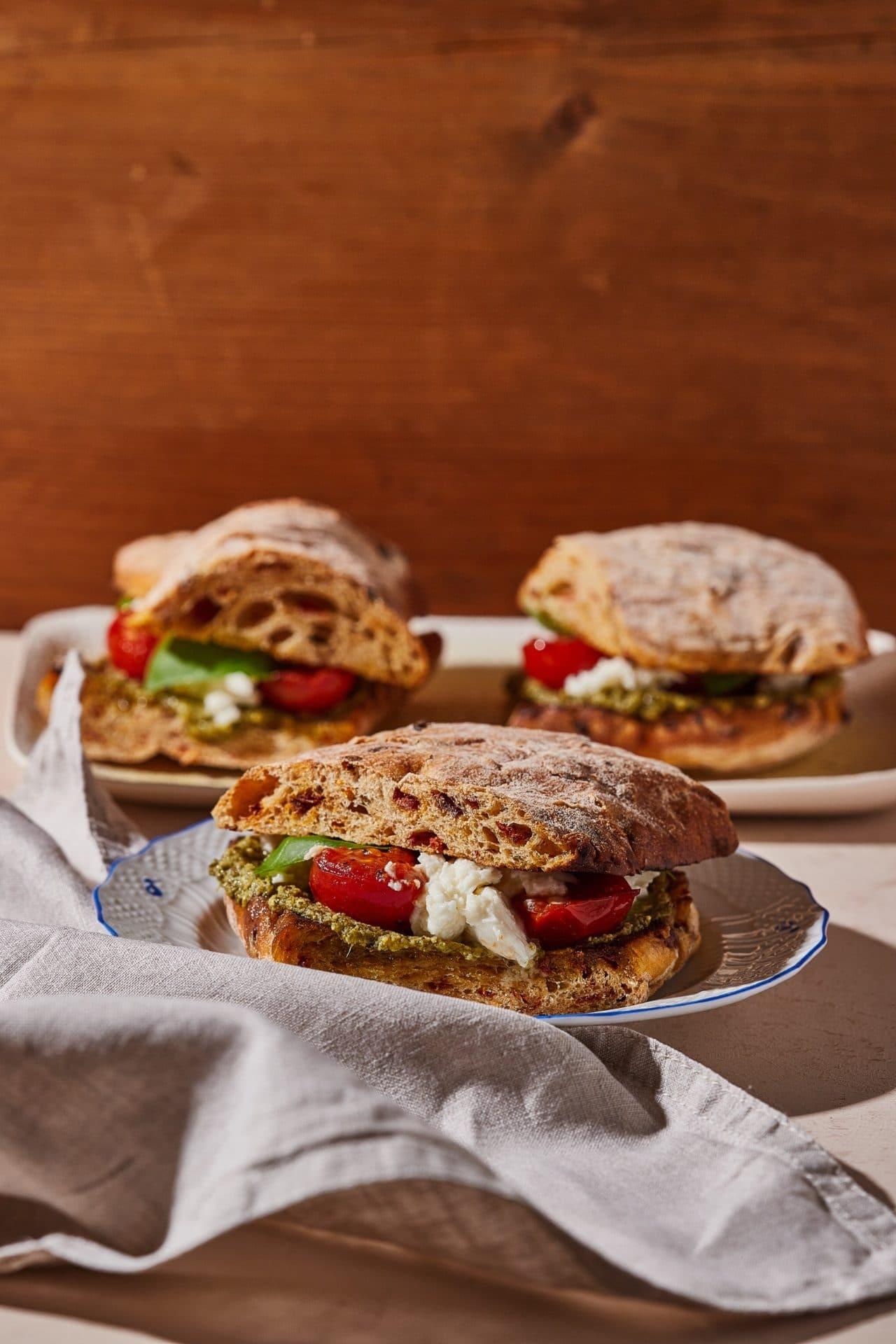 Sült paradicsomos caprese szendvics