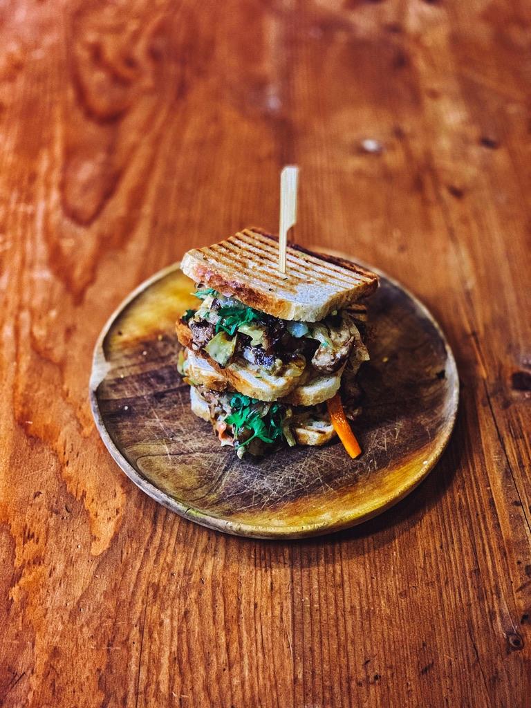 Mongol húsos szendvics