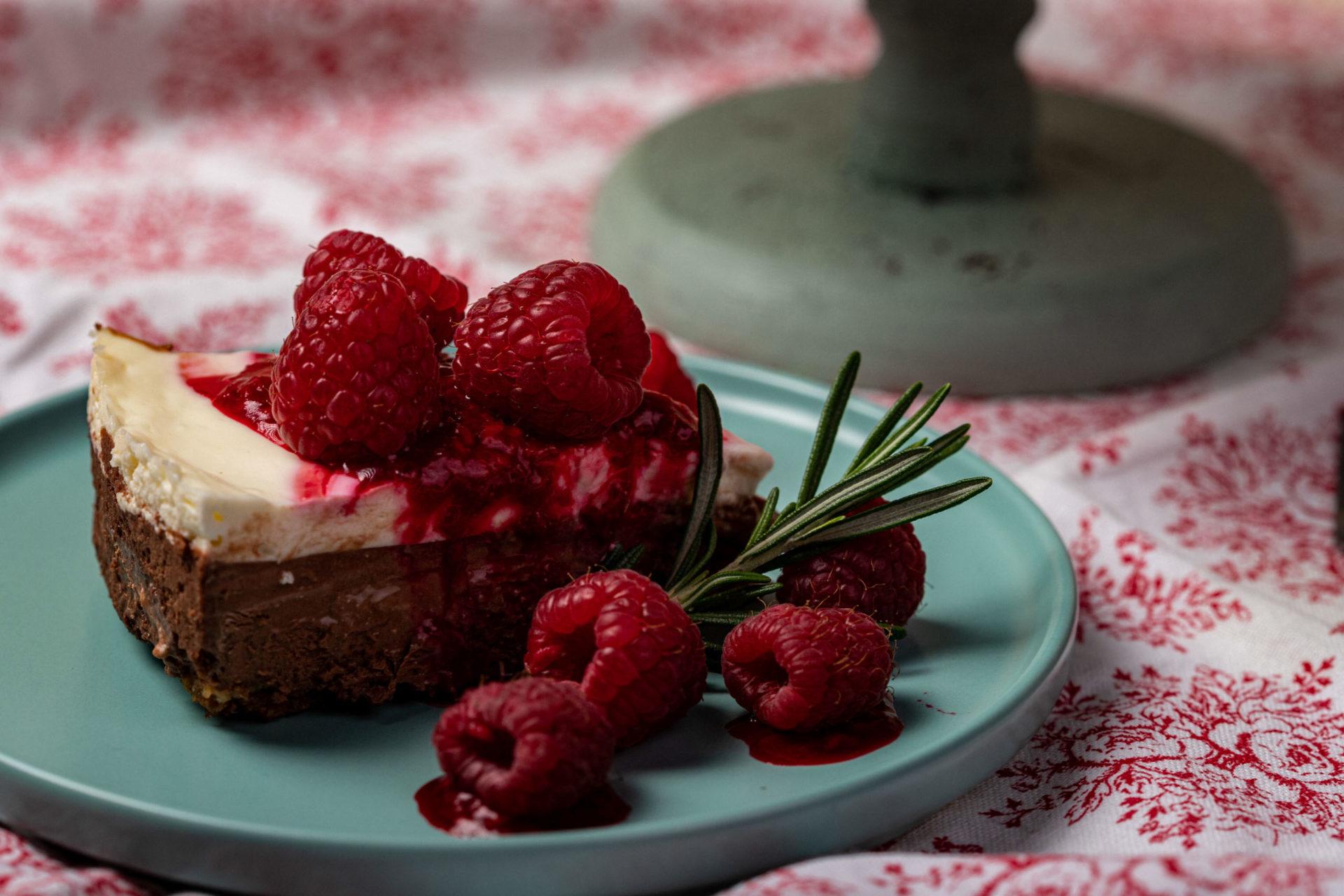 Csokis sajttorta málnaszósszal