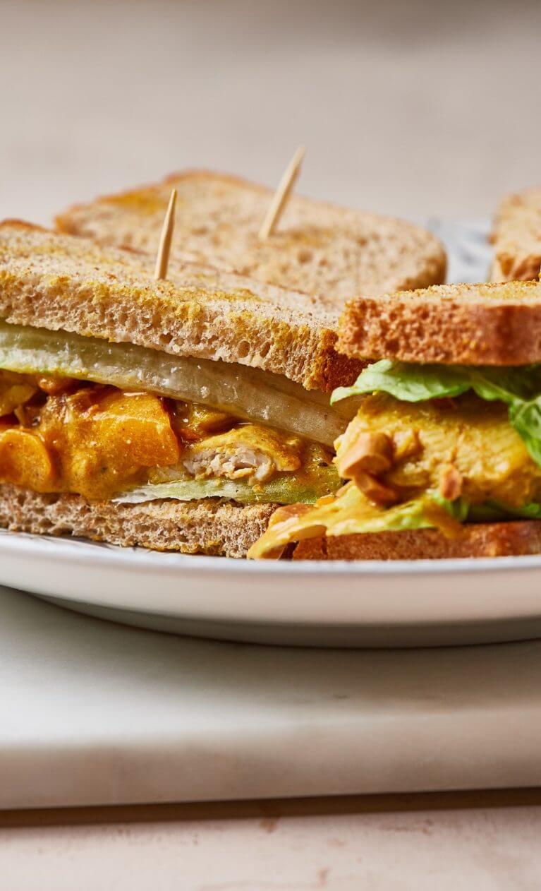 curry joghurt csirkés szendvics