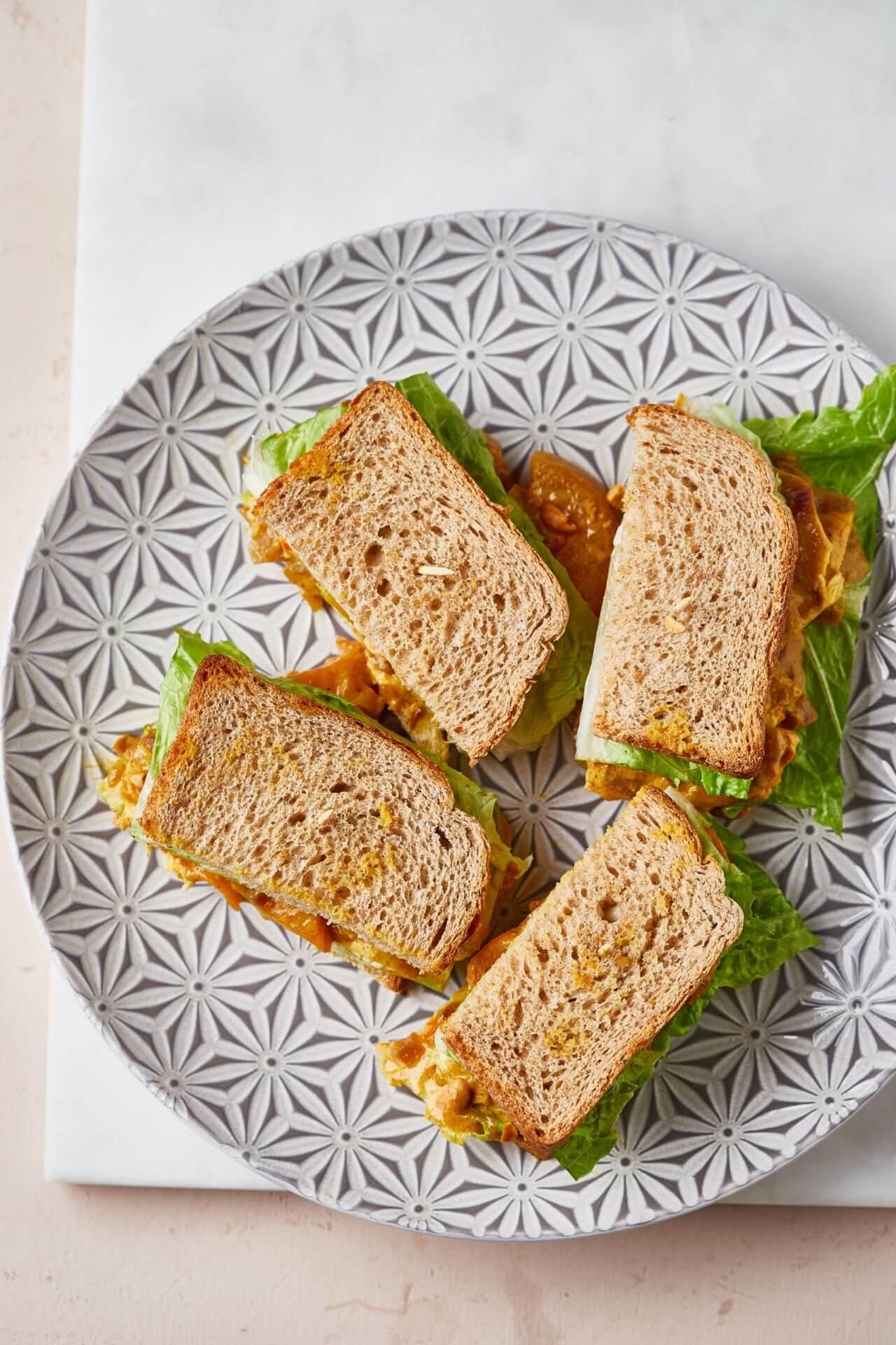 Currys-joghurtos csirkés szendvics