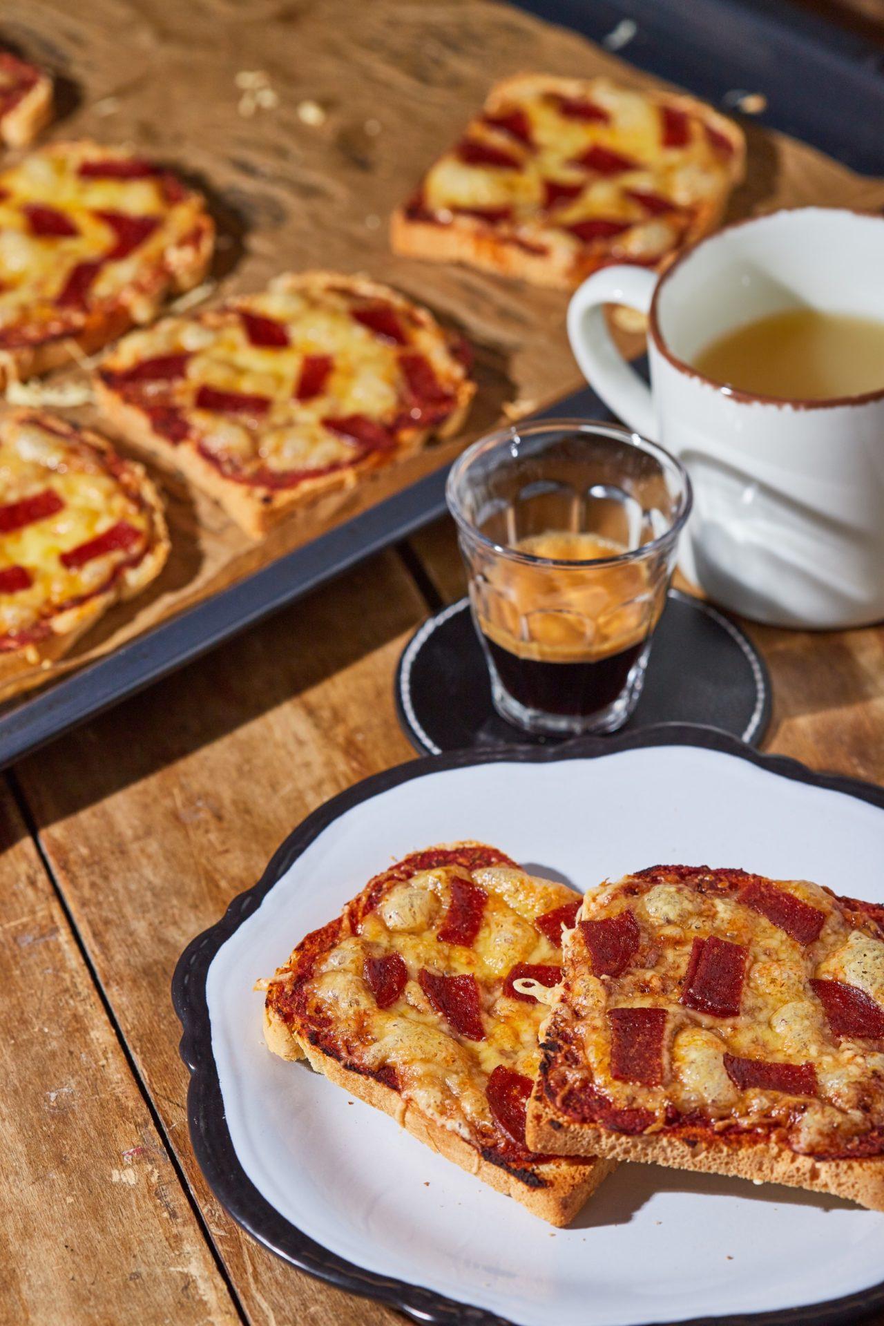 szalámis-pizzás melegszendvics