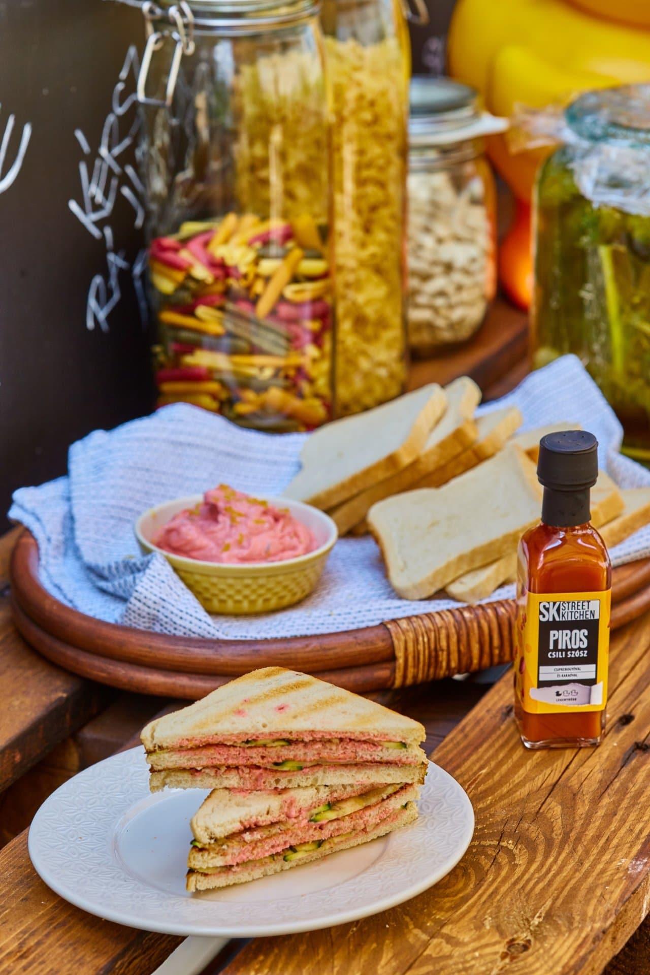 Grillezett cukkinis szendvics málnás-csilis vajjal