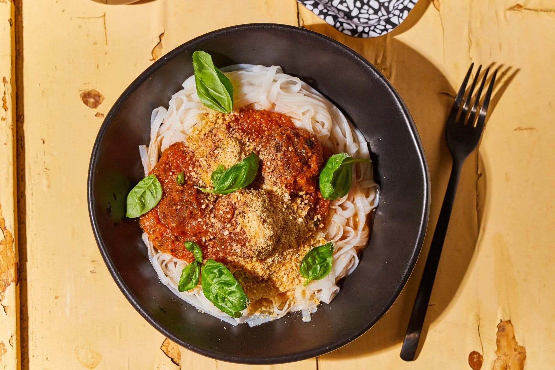 marhahúsgolyós bolognai rizstésztával