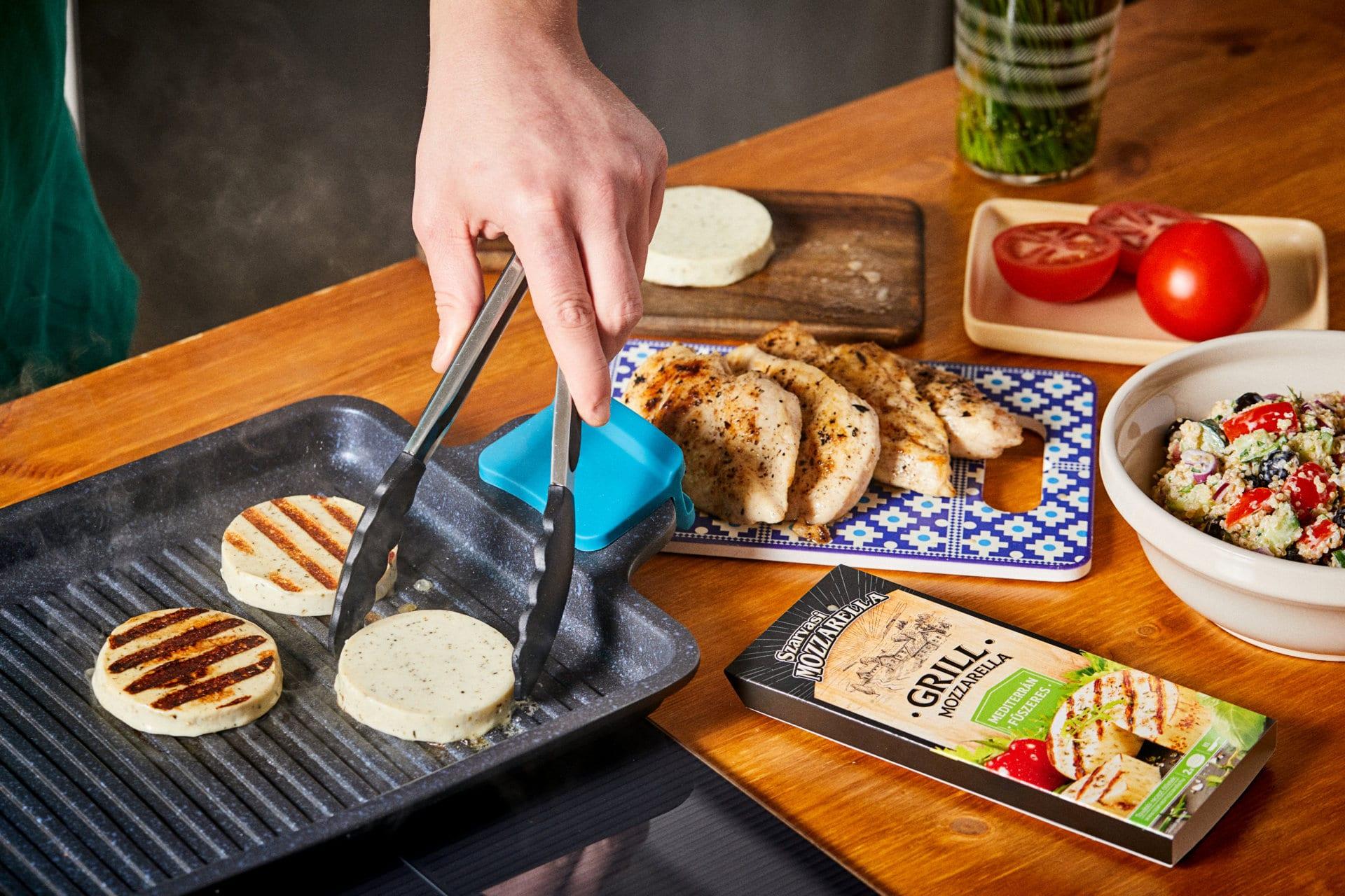 Grillezett csirkesaláta mozzarellával