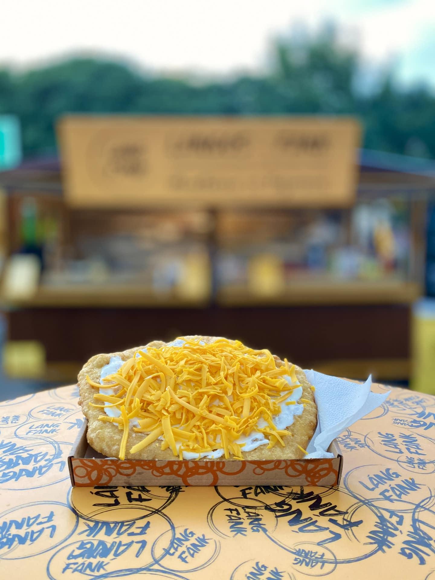vegán sajtos tejfölös lángos - láng fánk