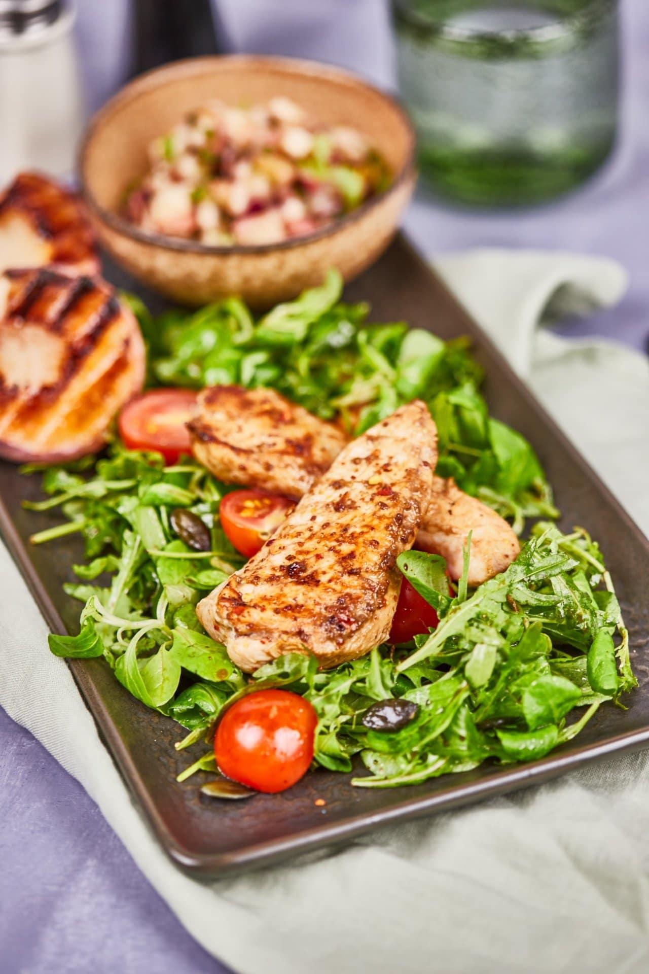 baracksalsás csirkemell zöldsalátával