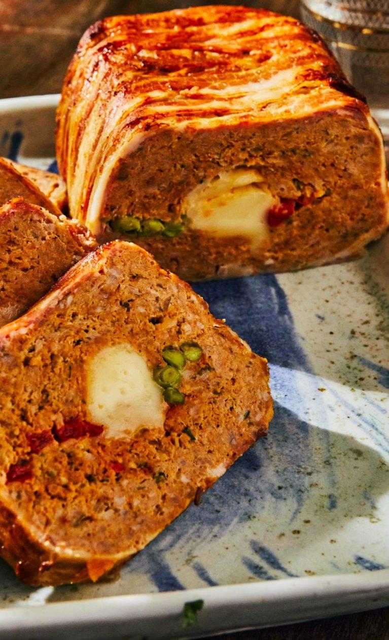 Baconbe göngyölt, sajttal és zöldségekkel töltött Stefánia