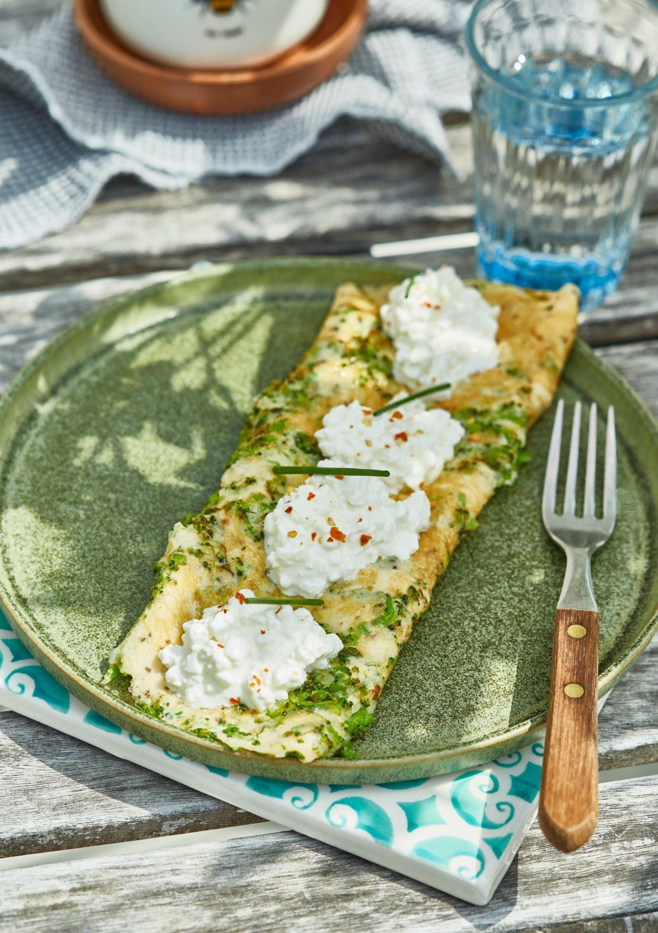 Brokkolis-zöldfűszeres omlett cottage cheese-zel